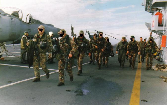 Operatori del G.O.I. ripresi poco prima di effettuare una missione Combat  S.A.R. (Search And Rescue) nel 1995 d5630ef8227f