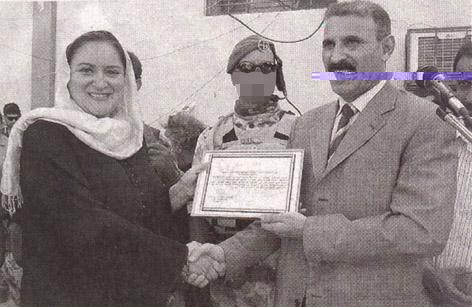 Nassiriyah, Iraq, operazione ANTICA BABILONIA: un membro del G.O.I. vigila sul passaggio di consegne tra Barbara Contini e Sabri Hamid Al Rumayad, nuovo Governatore di Nassiriyah (foto &copy Laruffa/LaPresse)