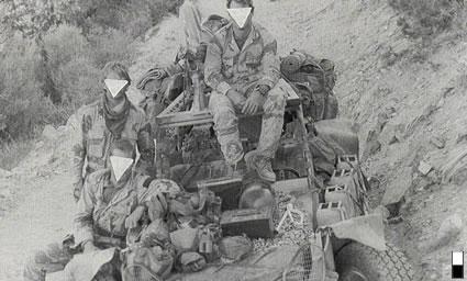 """Operatori ripresi nel corso dell'operazione """"Desert Storm"""" in Iraq (1991)."""