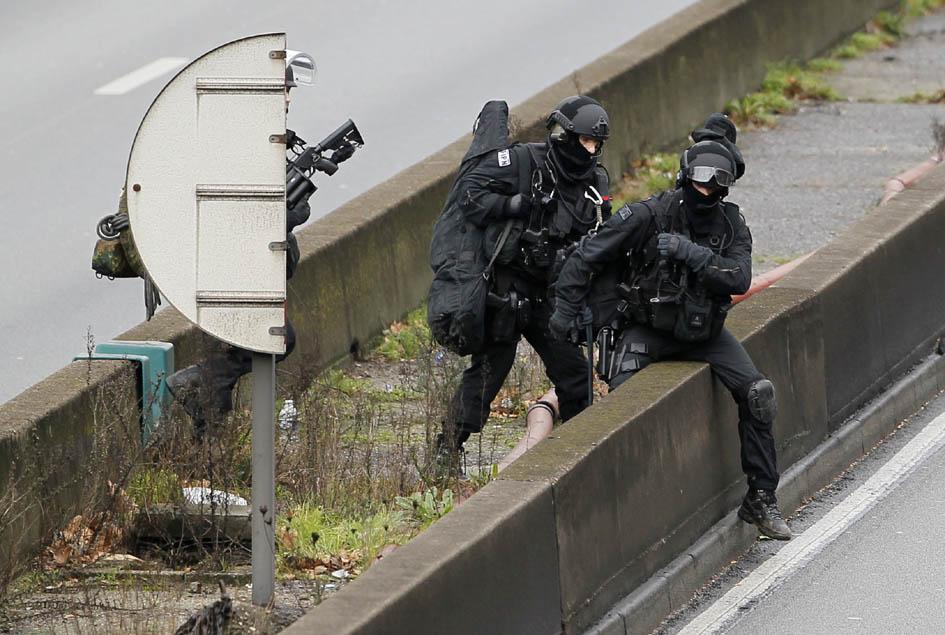 9 Gennaio: operatori del F.I.P.N. ripresi nel corso del dispiegamento (Foto REUTERS/Youssef Boudlal).