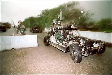SE.A.L.s a bordo di un veicolo off-road Chenworth, nel 1991 in Kuwait.
