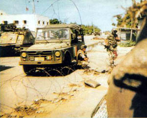 Uno dei militari feriti durante l'operazione.