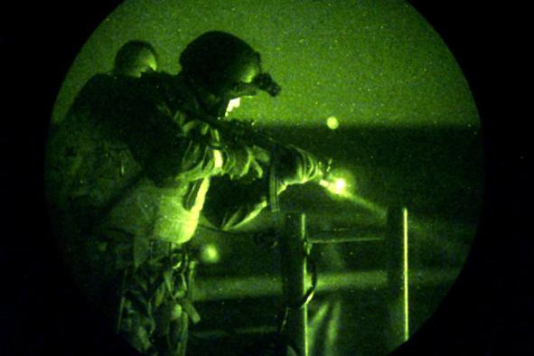 Operazione notturna da parte di un Team SE.A.L..