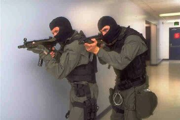 Operatori SEA.L. armati di H&K MP5.