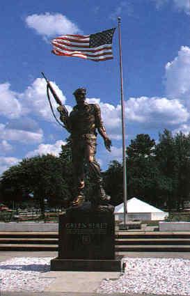 Il monumento dedicato ai Green Berets, ubicato dinnanzi allo U.S. Army J.F.K. Special Warfare Center School di Fort Bragg, in North Carolina